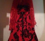 Красное платье с черными бархатными цветками☝🏻