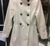 Белое пальто Pull&Bear