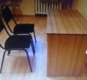 Стулья мягкие, металлические прочные 2 шт., стол