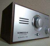 Компактный приёмник в стиле ретро Sonata 100