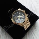 Золотистые часы с черным циферблатом Michael Kors