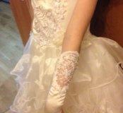 красивое платье с аксессуарами