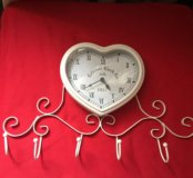 Часы новые с вешалками