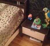 Кровать с матрасом и 2-мя прикроватными тумбами