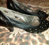Продам туфельки в отличном состоянии 35 р