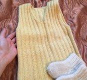 Шерстяные носочки и шерстяная жилетка на 1-1,5 год