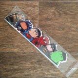 Наклейка с маленькими суперменами