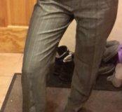 Серые в белую полоску женские брюки. 42-44