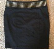 Чёрная юбка с заклёпками
