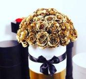 Золотые розы в шляпной коробке