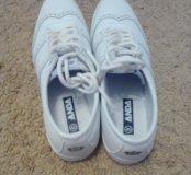 Кроссовки новые,40 размер