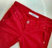 Красные джинсы Stradivarius