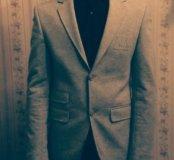 Продаю пиджак Armani Exchange.