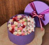 Коробка с живыми цветами,конфетами