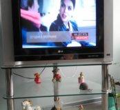 Телевизор LG со стеклянной тумбой