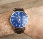 Кварцевые часы с синим отливом