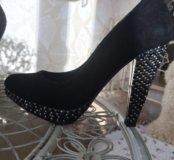 Туфли со стразами чёрные замшевые