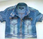 Короткая женская джинсовка р-р 40-42