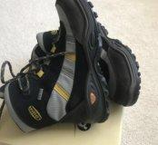 Горнолыжные ботинки фирмы Lowe