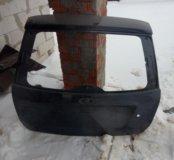 Дверь багажника приора