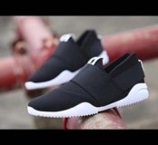 Новые кроссовки 40размер