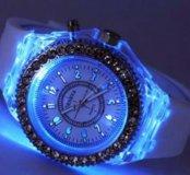 Часы очень крутые чёрные и белые