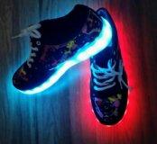 Кроссовки светящиеся новые