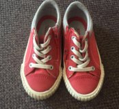Ботинки кроссовки на мальчика 24-25 Zara