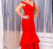 Платье красное с пышной юбкой из валанов
