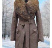 Новое пальто с мехом енота
