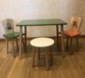 Детский стол и 2 стульчика и табурет