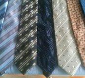 Мужские галстуки в отличном состоянии