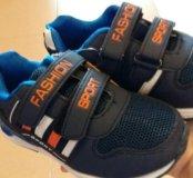 Продаю новые детские кроссовки