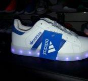Светящиеся кроссовки adidas белые