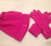 Малиновые шапка и перчатки