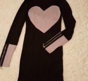 Черное платье с бежевым сердцем
