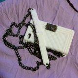 Белый чехол с цепочкой шанель на айфон 4,4s