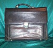 Старый кожаный портфель