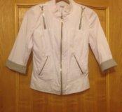 Белый пиджак на молнии