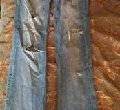Рваные джинсы прямого кроя