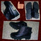 Модные ботинки на тракторной подошве