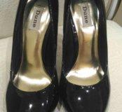 Туфли лаковые фирмы DUNE