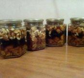 Ассорти из орехов и сухофруктов в мёде.
