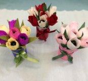 Подарок из конфет на 8 Марта, тюльпаны