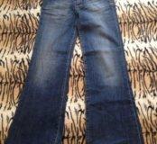Модные и стильные джинсы клеш