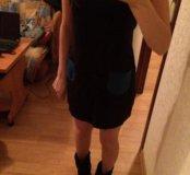 Черное платье с синими карманчиками