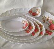 Пластмассовый набор посуды для дома или дачи