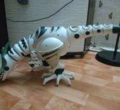 Боольшой динозавр/трансформ.