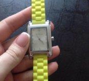 Продам часы Furla