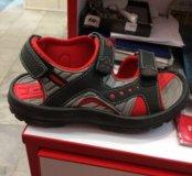 Детские сандали новые